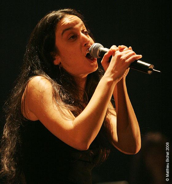 Alecka. Spectacle -Pauline a la Page- en hommage a Pauline Julien, dans le cadre du 22eme Coup de Coeur Francophone, au Theatre Outremont de Montreal, le 8 novembre 2008.