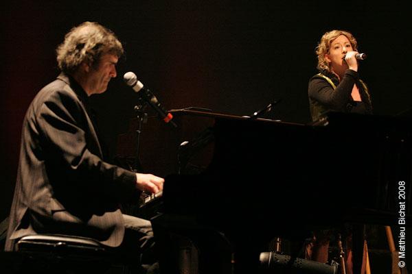 Pierre Flynn et Andreanne Alain. Spectacle -Pauline a la Page- en hommage a Pauline Julien, dans le cadre du 22eme Coup de Coeur Francophone, au Theatre Outremont de Montreal, le 8 novembre 2008.