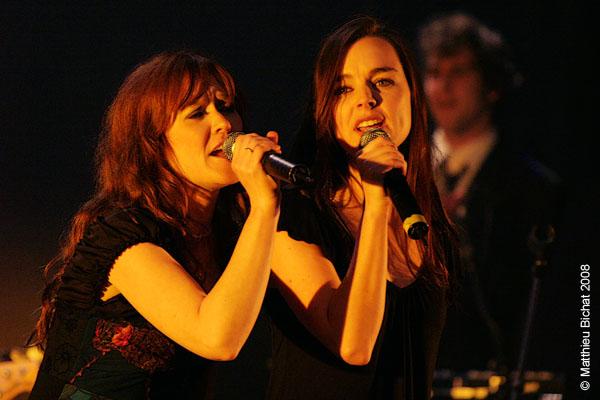 Mara Tremblay et Viviane Audet. Spectacle -Pauline a la Page- en hommage a Pauline Julien, dans le cadre du 22eme Coup de Coeur Francophone, au Theatre Outremont de Montreal, le 8 novembre 2008.