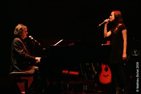 Pierre Flynn et Viviane Audet. Spectacle -Pauline a la Page- en hommage a Pauline Julien, dans le cadre du 22eme Coup de Coeur Francophone, au Theatre Outremont de Montreal, le 8 novembre 2008.