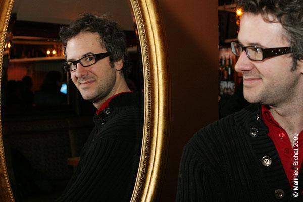 Simon Boudreault (comedien maison). Lancement du DVD de la saison 1 de l emission DIEU MERCI au bar Le Confessionnal de Montreal, le 29 janvier 2009.