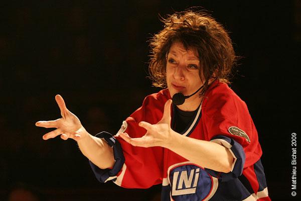 Zoomba. Match 1 de la saison 2009 de la LNI opposant l equipe des Jaunes a l equipe des Rouges, au Petit Medley de Montreal, le 09 fevrier 2009.