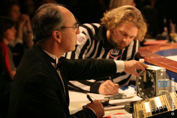 Jan-Marc Lavergne (Maitre de ceremonie) et Christian Paquin-Coutu (Assistant arbitre). Match 1 de la saison 2009 de la LNI opposant l equipe des Jaunes a l equipe des Rouges, au Petit Medley de Montreal, le 09 fevrier 2009.