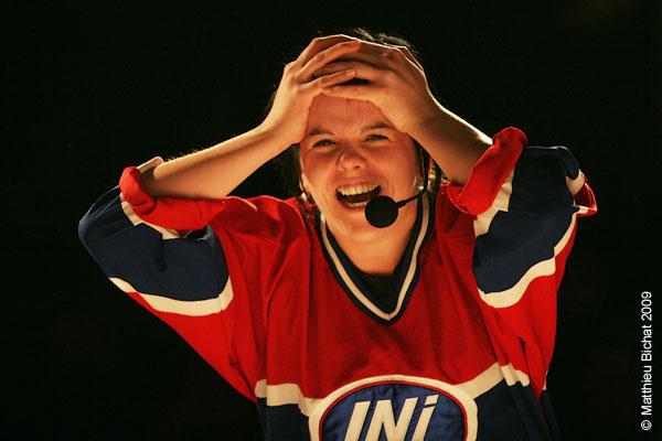 Joelle Pare-Beaulieu. Match 1 de la saison 2009 de la LNI opposant l equipe des Jaunes a l equipe des Rouges, au Petit Medley de Montreal, le 09 fevrier 2009.