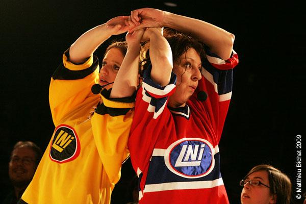 Sophie Caron et Zoomba. Match 1 de la saison 2009 de la LNI opposant l equipe des Jaunes a l equipe des Rouges, au Petit Medley de Montreal, le 09 fevrier 2009.