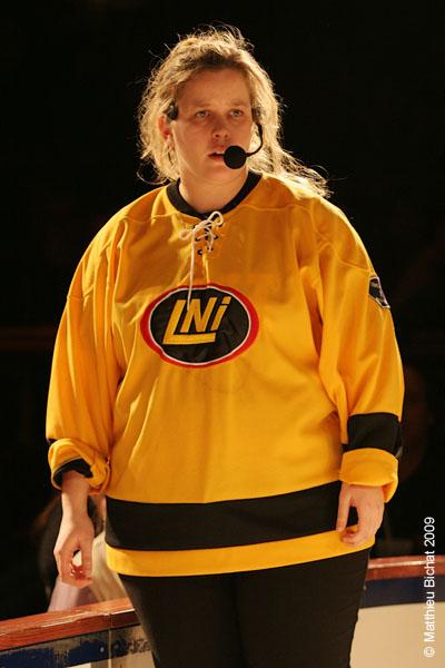 Corinne Giguere. Match 1 de la saison 2009 de la LNI opposant l equipe des Jaunes a l equipe des Rouges, au Petit Medley de Montreal, le 09 fevrier 2009.