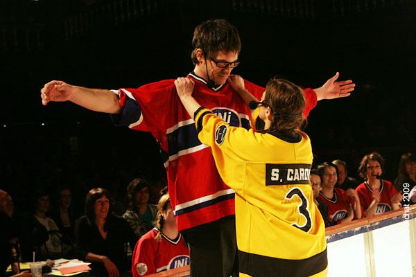 Sophie Caron et Francois-Etienne Pare. Match 1 de la saison 2009 de la LNI opposant l equipe des Jaunes a l equipe des Rouges, au Petit Medley de Montreal, le 09 fevrier 2009.