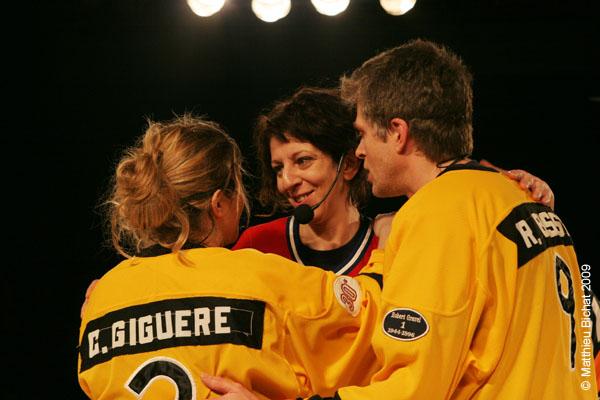 Corinne Guigere, Zoomba et Real Bosse. Match 1 de la saison 2009 de la LNI opposant l equipe des Jaunes a l equipe des Rouges, au Petit Medley de Montreal, le 09 fevrier 2009.