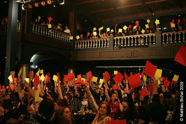 Les votes. Match 1 de la saison 2009 de la LNI opposant l equipe des Jaunes a l equipe des Rouges, au Petit Medley de Montreal, le 09 fevrier 2009.