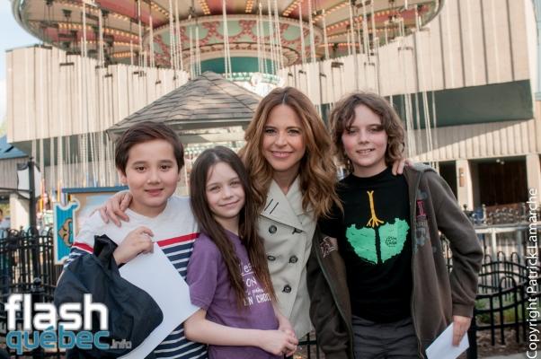 Julie Snyder accompagnée de ses enfants Thomas et Romy