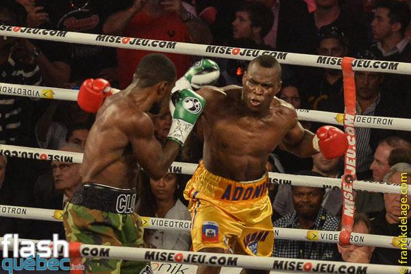 Stevenson a défendu avec succès son titre des poids mi-lourds de la WBC alors qu'il a vaincu Tavoris Cloud par K.-O. technique