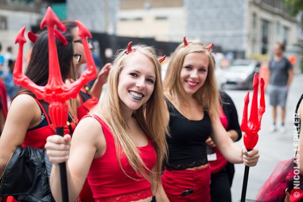 Parade des Endiablés Parade des jumeaux 2015 au Festival Juste pour Rire à la Place des Festivals