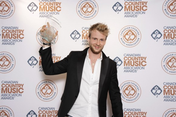 Un premier Canadian Country Music Award pour Yoan.
