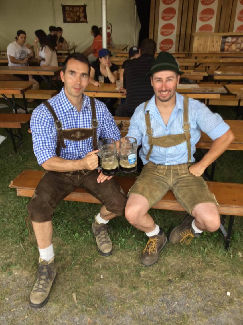Crédits: Annie Roy Quelques festivaliers se sont amusés à vêtir les habits traditionnels allemands.
